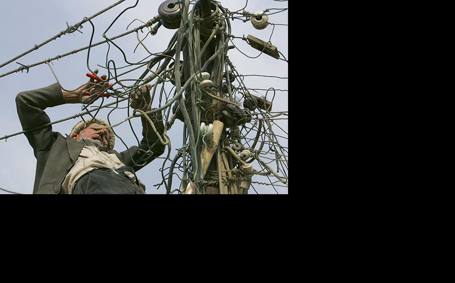 An electrician works on power lines in Kabul. (Photo: Paula Bronstein/Getty Images)