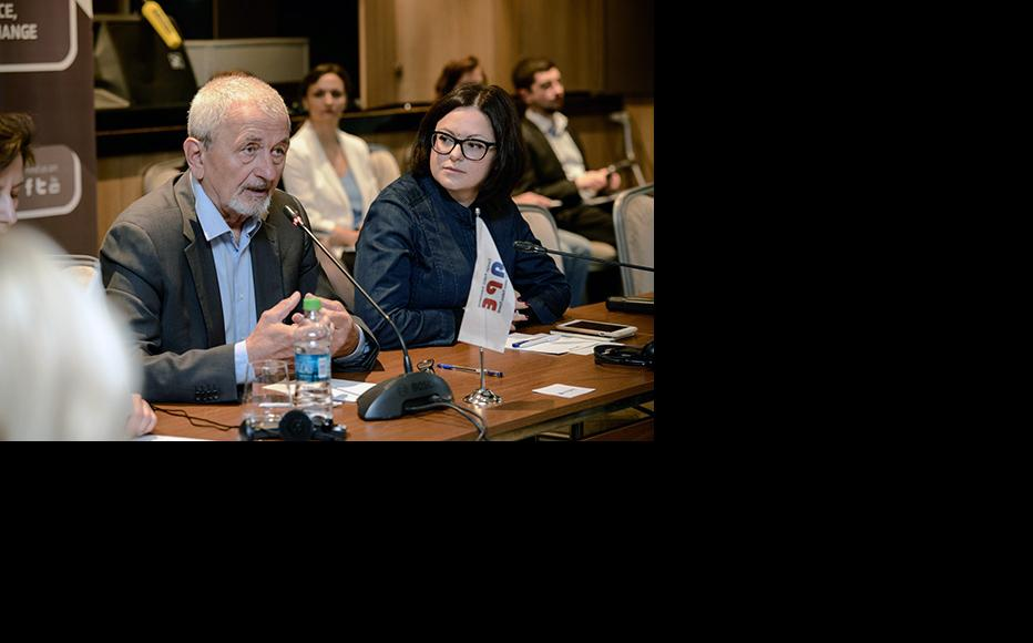Arcadie Barbarosie, Executive Director of Institute for Public Policy delivering speech in the panel on hybrid threats phenomenon in the Republic of Moldova: challenges and resilience capacities. (Photo: IWPR)