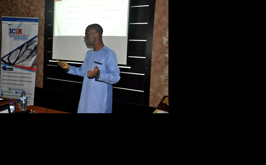 """Lekan Otufodunrin delivering a talk on """"Media, CSO relationship: The missing link"""" at the third roundtable. (Photo: ICIR)"""