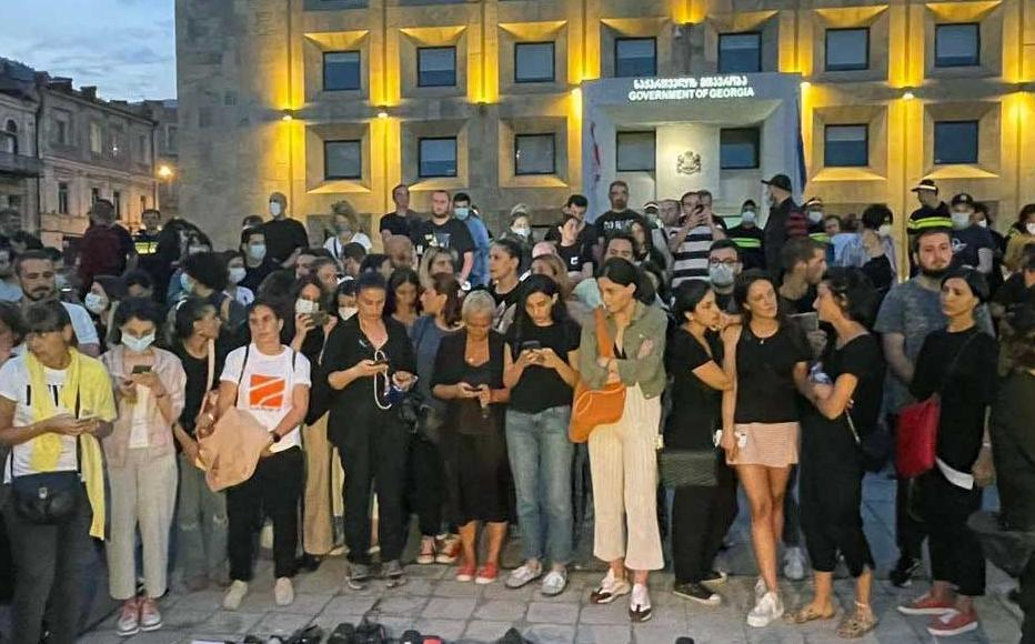 A protest by the media in front of the building of the Government of Georgia following Lekso Lashkarava's death.