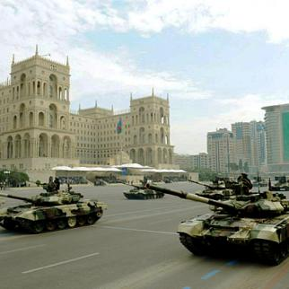 Late-model Russian tanks on parade demonstrate Azerbaijan's purchasing power. (Photo: Official website of the president of Azerbaijan)