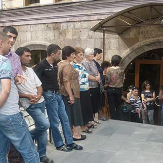Outside the ICRC building in Yerevan, supporters of Armenian soldier Hakob Injighulyan protest against his detention in Azerbaijan. August 19, 2013. (Photo: Hetq Online)
