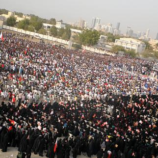 Thousands attend rallyn in Bahrain demanding an elected government. (Photo: Mohamed CJ/Wikimedia)
