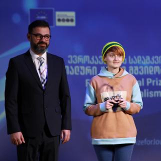The winner of the EUMM Special Prize Ketevan Magradze pictured with Beka Bajelidze, Director of IWPR Caucasus, and Marek Szczygieł the Ambassador for the EUMM Monitoring Mission in Georgia.