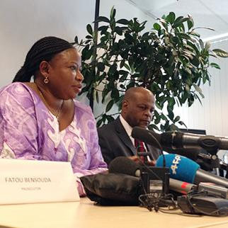"""ICC Prosecutor Fatou Bensouda speaking to the press after prosecutors in The Hague charged Walter Osapiri Barasa for """"corruptly influencing"""" the testimony of three protected witnesses in the case against Deputy President William Ruto and former journalist Joshua Arap Sang. (Photo: Matthew Rhodes, IWPR)"""