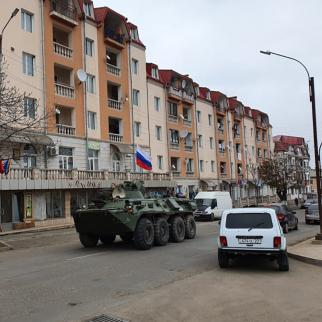 A russian peacekeepers' convoy rolls through the streets of Stepanakert. (Photo: Arshaluis Mghdesyan)