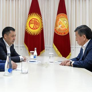 President Sooronbay Zheenbekov (right) meeting with new prime minister and speaker of parliament of Kyrgyzstan. (Photo: Kyrgyz President's Press Service)
