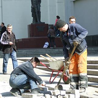 Many Central Asians work in the building industry in Russia. (Photo: Zarina Khushvaqt)